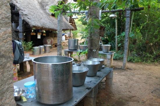 Sadhana forest vaisselle