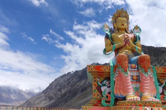 Vallee de la nubra diskit statue bouddha